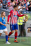 Antoine Griezmann of Atletico de Madrid touches the World Cup Trophy prior to the La Liga 2018-19 match between Atletico de Madrid and Rayo Vallecano at Wanda Metropolitano on August 25 2018 in Madrid, Spain. Photo by Diego Souto / Power Sport Images
