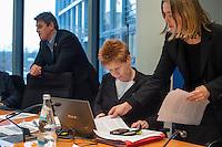 2. NSU-Untersuchungsausschuss dees Deutschen Bundestag.<br /> Aufgrund vieler Ungeklaertheiten und Fragen sowie vielen neuen Erkenntnissen ueber moegliche Verstrickungen verschiedener Geheimdienste in das Terror-Netzwerk Nationalsozialistischen Untergrund (NSU) wurde von den Abgeordneten des Bundestgas ein zweiter Untersuchungsausschuss eingesetzt.<br /> Am Donnerstag den 17. Dezember fand die 1. oeffentliche Sitzung des 2. NSU-Untersuchungsausschuss des Deutschen Bundestag statt.<br /> Im Bild: Petra Pau, Obfrau der Linkspartei im Ausschuss. Rechts, die Fraktionsmitarbeiterin Heike Kleffner.<br /> Links: Frank Tempel, Mitglied der Linkspartei im Untersuchungsausschuss.<br /> 17.12.2015, Berlin<br /> Copyright: Christian-Ditsch.de<br /> [Inhaltsveraendernde Manipulation des Fotos nur nach ausdruecklicher Genehmigung des Fotografen. Vereinbarungen ueber Abtretung von Persoenlichkeitsrechten/Model Release der abgebildeten Person/Personen liegen nicht vor. NO MODEL RELEASE! Nur fuer Redaktionelle Zwecke. Don't publish without copyright Christian-Ditsch.de, Veroeffentlichung nur mit Fotografennennung, sowie gegen Honorar, MwSt. und Beleg. Konto: I N G - D i B a, IBAN DE58500105175400192269, BIC INGDDEFFXXX, Kontakt: post@christian-ditsch.de<br /> Bei der Bearbeitung der Dateiinformationen darf die Urheberkennzeichnung in den EXIF- und  IPTC-Daten nicht entfernt werden, diese sind in digitalen Medien nach §95c UrhG rechtlich geschuetzt. Der Urhebervermerk wird gemaess §13 UrhG verlangt.]