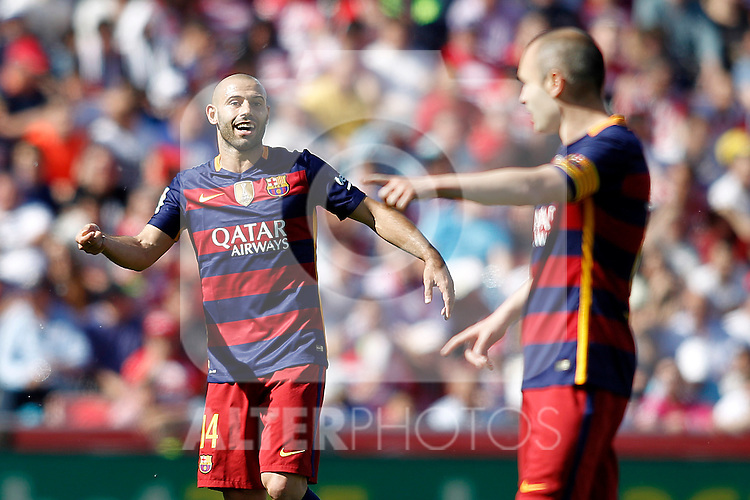 FC Barcelona's Javier Mascherano (l) and Andres Iniesta during La Liga match. May 14,2016. (ALTERPHOTOS/Acero)
