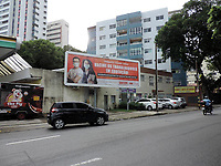 Recife (PE), 15/05/2021 - O sindicato dos professores da rede estadual de Pernambuco lançou uma campanha está semana em que defende os retorno das aulas presencias somente quando os profissionais da educação foram todos vacinados. Imagens da campanha no centro do Recife.