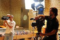 Lavoratori dello spettacolo durante la riprese di Casa Coop.Workers in the entertainment during the filming of House Coop.Gianni Giannelli. Direttore fotografia. Photography Director..CASA COOP è una sit-com, prodotta dalla Coop, sulla vita quotidiana di persone di varia umanità, ambientata in un condominio. Gli episodi saranno diffusi via internet.HOUSE COOP is a sit-com produced by the Coop, about daily life of people with different  humanity , that live in a condominium. Episodes will be disseminated by Internet. ...