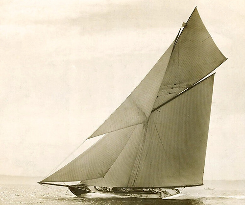 "Britannia at full power in her first season of 1893. Although she is virtually a sister-ship of the slightly earlier Valkyrie II, nowadays the design is venerated as ""The Britannia Ideal"", while the name of Valkyrie is associated with an acrimonious America's Cup"