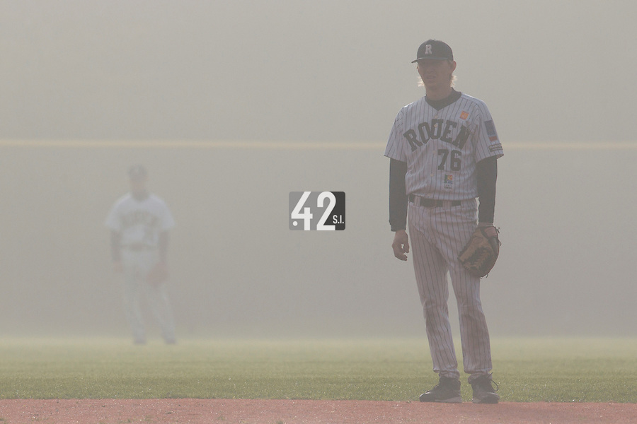 24 October 2010: Luc Piquet of Rouen is seen on defense in the fog during Savigny 8-7 win (in 12 innings) over Rouen, during game 3 of the French championship finals, in Rouen, France.