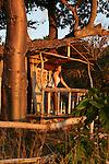 Case au bord de la mer au coucher du soleil a  Boueni