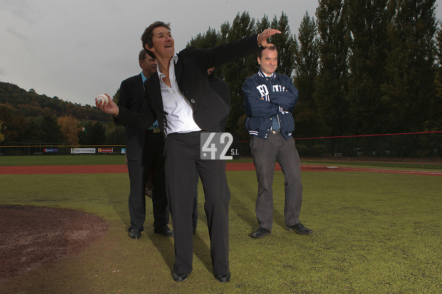 23 October 2010: Valerie Fourneyron throws the first pitch prior to Savigny 8-7 win (in 12 innings) over Rouen, during game 3 of the French championship finals, in Rouen, France.