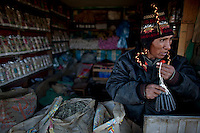 """""""Yatiri"""" or witchcrafter.Just 25 years ago it was a small group of houses around La Paz  airport, at an altitude of 12,000 feet. Now El Alto city  has  nearly one million people, surpassing even the capital of Bolivia, and it is the city of Latin America that grew faster .<br /> It is also a paradigmatic city of the troubles  and traumas of the country. There got refugee thousands of miners that lost  their jobs in 90 ´s after the privatization and closure of many mines. The peasants expelled by the lack of land or low prices for their production. Also many who did not want to live in regions where coca  growers and the Army  faced with violence.<br /> In short, anyone who did not have anything at all and was looking for a place to survive ended up in El Alto.<br /> Today is an amazing city. Not only for its size. Also by showing how its inhabitants,the poorest of the poor in one of the poorest countries in Latin America, managed to get into society, to get some economic development, to replace their firs  cardboard houses with  new ones made with bricks ,  to trace its streets,  to raise their clubs, churches and schools for their children.<br /> Better or worse, some have managed to become a sort of middle class, a section of the society that sociologists call  emerging sectors. Many, maybe  most of them, remain for statistics as  poor. But clearly  all of them have the feeling they got  for their children a better life than the one they had to face themselves ."""