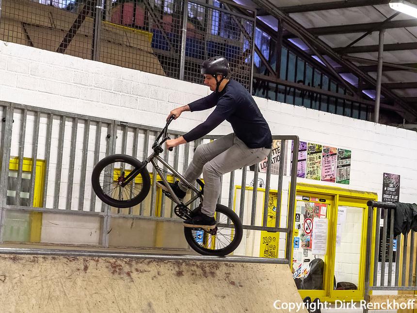 Moutainbike im Skatepark Hollerich, Rue de l'Abattoir, Luxemburg-City, Luxemburg, Europa<br /> Moutainbike in Skatepark Hollerich, Rue de l'Abattoir, Luxembourg, Luxembourg City, Europe