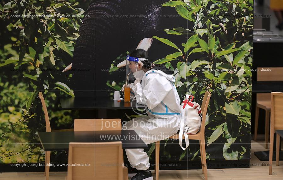 IVORY COAST, Abidjan, airport, chinese traveller with protection wear during Corona Pandemic time / ELFENBEINKÜSTE, Abidjan, Flughafen, Chinesische Reisende in Schutzkleidung während der Corona Pandemie