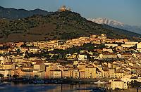 Europe/France/Languedoc-Roussillon/66/Pyrénées-Orientales/Port-Vendres: le port de pêche et le Canigou enneigé