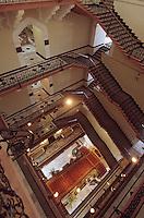 "Asie/Inde/Maharashtra/Bombay: Hôtel ""Taj Mahal Bombay"" - L'escalier"