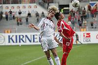 Kopfballduell zwischen Sebastian Langkamp (FC Bayern M¸nchen) und Simon Riebel (FSV Mainz 05)