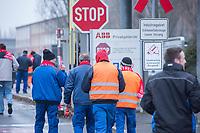 IG-Metall Warnstreik in Berlin.<br /> Am fuenften Tag der Berliner Warnstreik-Woche beteiligten sich ca. 3/4 der Mitarbeiter von General Electric Power AG und Stadler Pankow GmbH am Freitag den 12. Januar 2018 an einem Warnstreik der IG-Metall. Sie fordern sechs Prozent mehr Lohn und eine individuelle Reduzierung der Arbeitszeit auf 28 Stunden die Woche. Die Arbeitgeber haben in den Verhandlungen zwei Prozent mehr Lohn bei Mehrarbeit und dem Verzicht auf Zuschlaege angeboten.<br /> 19.1.2018, Berlin<br /> Copyright: Christian-Ditsch.de<br /> [Inhaltsveraendernde Manipulation des Fotos nur nach ausdruecklicher Genehmigung des Fotografen. Vereinbarungen ueber Abtretung von Persoenlichkeitsrechten/Model Release der abgebildeten Person/Personen liegen nicht vor. NO MODEL RELEASE! Nur fuer Redaktionelle Zwecke. Don't publish without copyright Christian-Ditsch.de, Veroeffentlichung nur mit Fotografennennung, sowie gegen Honorar, MwSt. und Beleg. Konto: I N G - D i B a, IBAN DE58500105175400192269, BIC INGDDEFFXXX, Kontakt: post@christian-ditsch.de<br /> Bei der Bearbeitung der Dateiinformationen darf die Urheberkennzeichnung in den EXIF- und  IPTC-Daten nicht entfernt werden, diese sind in digitalen Medien nach §95c UrhG rechtlich geschuetzt. Der Urhebervermerk wird gemaess §13 UrhG verlangt.]