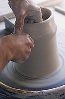 Europe/Suisse/Saanenland/Saanen:: Fabrication des poteries de montagne - AUTO N°317