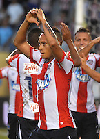 BARRANQUILLA- COLOMBIA -21-05-2016: Jarlan Barrera jugador de Atletico Junior celebra el gol anotado a Cortulua,  durante partido entre Atletico Junior y Cortulua, de la fecha 19 de la Liga Aguila I-2016, jugado en el estadio Metropolitano Roberto Melendez de la ciudad de Barranquilla. / Jarlan Barrera, player of Atletico Junior celebrates a scored goal to Cortulua, during a match between Atletico Junior and Cortulua, for date 19 of the Liga Aguila I-2016 at the Metropolitano Roberto Melendez Stadium in Barranquilla city, Photo: VizzorImage  / Alfonso Cervantes / Cont.<br /> BARRANQUILLA- COLOMBIA -21-05-2016: Los Jugadores de Cortulua, celebran el empate con el Atletico Junior, durante partido entre Atletico Junior y Cortulua, de la fecha 19 de la Liga Aguila I-2016, jugado en el estadio Metropolitano Roberto Melendez de la ciudad de Barranquilla. / The players of Cortulua, celebrate celebrate the tie with Atletico Junior, during a match between Atletico Junior and Cortulua, for date 19 of the Liga Aguila I-2016 at the Metropolitano Roberto Melendez Stadium in Barranquilla city, Photo: VizzorImage  / Alfonso Cervantes / Cont.