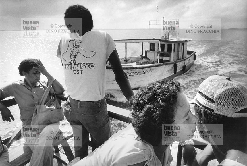 - Nicaragua, boat in service of connection from Bluefields to the community of Kukra Hill, on the Atlantic coast (January 1988)<br /> <br /> - Nicaragua, battello in servizio di collegamento da Bluefields alla comunità di Kukra Hill, sulla costa Atlantica (Gennaio 1988)