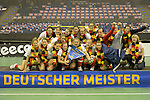 Berlin, Germany, February 01: During the prize giving ceremony for the winners of the Hallenhockey Saison 2014/15 the team of Harvestehuder THC at the Final Four tournament on February 01, at Max-Schmeling-Halle in Berlin, Germany. (Photo by Dirk Markgraf / www.265-images.com) *** Local caption ***