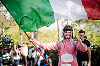 fan with flag<br /> <br /> Stage 7: Vasto to L'Aquila (180km)<br /> 102nd Giro d'Italia 2019<br /> <br /> ©kramon