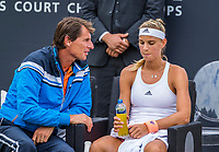 Den Bosch, Netherlands, 16 June, 2017, Tennis, Ricoh Open,  Arantxa Rus (NED) with coach Paul Haarhuis<br /> Photo: Henk Koster/tennisimages.com