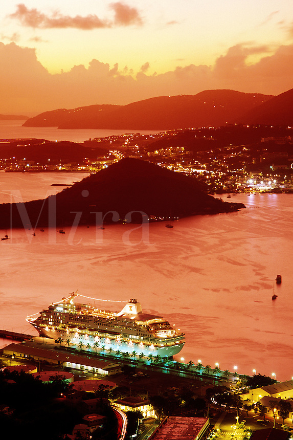 US Virgin Islands, Charlotte Amalie, cruise ship in port at dus