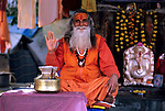India, Rajasthan, Holy Man at shrine | Indien, Rajasthan, heiliger Mann im Tempel
