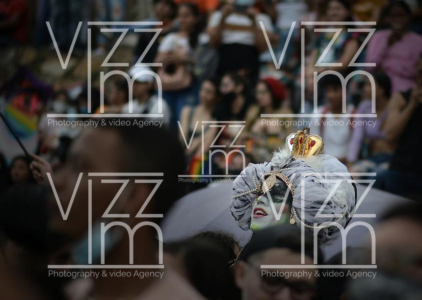CALI - COLOMBIA, 04-07-2021: Cientos de personas participaron en la Marcha LGBTIQ+ Cali 2021, Diversidad Sin Miedo, realizada por las calles del centro de Cali, Colombia, hoy 04 de julio de 2021. / Hundreds of people participated in the LGBTIQ+ Cali 2021 March, Diversity Without Fear, carried out in the streets of downtown Cali, Colombia, today July 4, 2021. Photo: VizzorImage / Gabriel Aponte / Staff
