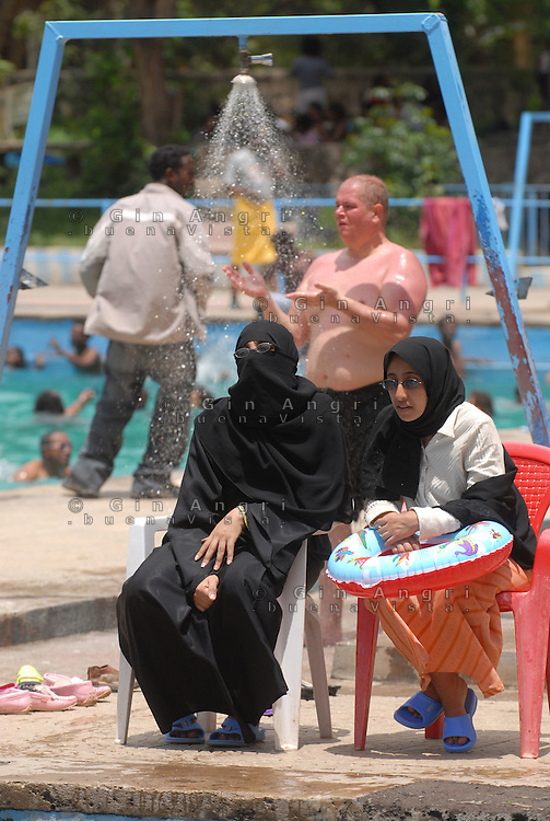 ethiopia, addis abeba, in piscina