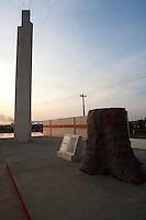 Placa de inauguração do trecho Altamira da Transamazônica pelo eneral Médice dec de 70.<br /> <br /> Implantação da Unidade Hidrelátrica de Belo Monte e a cidade de Altamira, uma das principais atingidas pela implantação do projeto, <br /> Altamira, Pará, Brasil.<br /> Foto Paulo Santos<br /> 09/11/2013