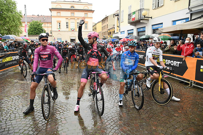 The leaders jerseys lined up for a wet start of Stage 3 of the 2021 Giro d'Italia, running 190km from Biella to Canale, Italy. 10th May 2021.  <br /> Picture: LaPresse/Gian Mattia D'Alberto | Cyclefile<br /> <br /> All photos usage must carry mandatory copyright credit (© Cyclefile | LaPresse/Gian Mattia D'Alberto)
