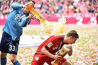 Ivan Lucic (links) gegen Gianluca Gaudino <br /> Monaco 23.05.2015, Allianz Arena<br /> Bundesliga Bayern Monaco Campione di Germania 2014/2015 <br /> Foto EXPA/ Eibner-Pressefoto/ Insidefoto