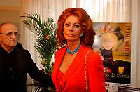Sophia Loren<br /> au  Festival des Films du Monde, aout 2001<br /> <br /> PHOTO : <br />  - Agence Quebec Presse<br /> <br /> NOTE : Les ajustements finaux, recadrage et retouche des poussieres seont effectuées sur les images commandées.