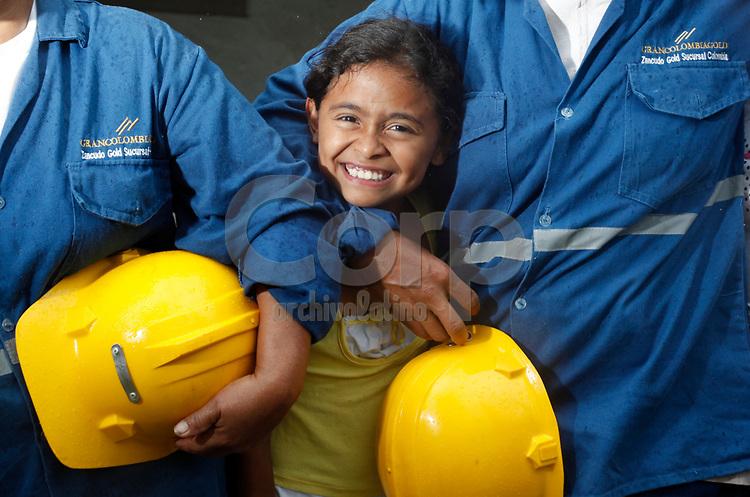Escuela de Segovia sostenida con la cooperacion de la Gran Colombia Gold en Antioquia, Colombia