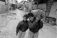 - Palestinian children in the old downtown of Jerusalem....- bambini palestinesi nella città vecchia di Gerusalemme