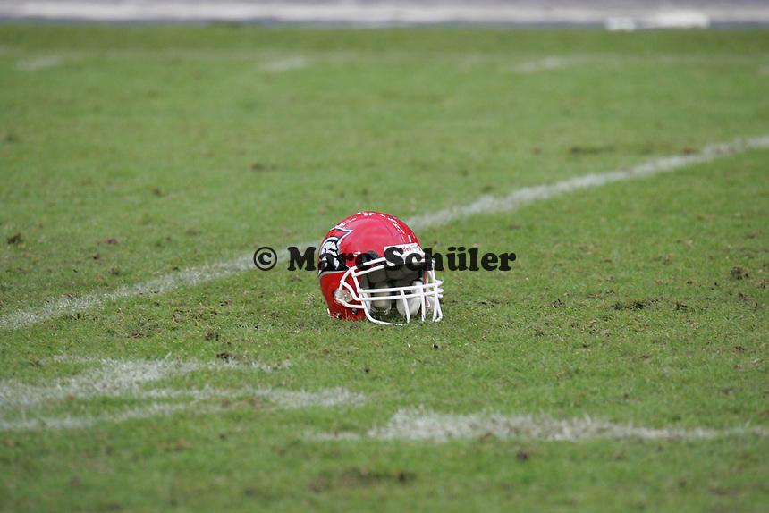 Helm der Cologne Centurions auf dem Rasen