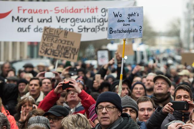 """Ca. 800 Menschen folgten am Samstag den 17. Februar 2018 in Berlin dem Aufruf der AfD-Frau Leyla Bilge zu einem sog. """"Marsch der Frauen"""". Sie demonstrierten gegen Zuwanderung und Fluechtlinge, die """"nur nach Deutschland kommen um hier Frauen zu schaenden"""" so einige Teilnehmer.<br /> Der rechte Aufmarsch wurde nach 750 Metern durch Strassenblockaden von ca. 2.000 Menschen gestoppt. Leyla Bilge weigerte sich als Anmelderin drei Stunden lang den blockierten  Aufmarsch zu beenden und forderte von der Polizei die Blockaden zu raeumen. Ein Raeumungsversuch der Polizei scheiterte, da es zu viele Menschen waren, die auf der Strasse sassen.<br /> Nach drei Stunden beendete Bilge den Aufmarsch. Die Demosntranten, unter ihnen etliche Neonazis, sog. """"Identitaere"""" und AfD-Politiker zogen darauf ab und griffen dabei Gegendemosntranten und Polizeibeamte an. Mehrere Personen wurden festgenommen. Ein Teil fuhr zum Kanzleramt, dem urspruenglichen Ziel des Aufmarsches.<br /> Rechts im Bild: Ein Plakat mit der Aufschrift """"Wo geht's denn bitte zum Breitscheidplatz?"""". Eine Anspielung auf den islamistischen Terroristen Anis Amri, der im Dezember 2016 einen LKW-Anschlag auf den Weihnachtsmarkt auf dem Breitscheidplatz vereubte.<br /> 17.2.2018, Berlin<br /> Copyright: Christian-Ditsch.de<br /> [Inhaltsveraendernde Manipulation des Fotos nur nach ausdruecklicher Genehmigung des Fotografen. Vereinbarungen ueber Abtretung von Persoenlichkeitsrechten/Model Release der abgebildeten Person/Personen liegen nicht vor. NO MODEL RELEASE! Nur fuer Redaktionelle Zwecke. Don't publish without copyright Christian-Ditsch.de, Veroeffentlichung nur mit Fotografennennung, sowie gegen Honorar, MwSt. und Beleg. Konto: I N G - D i B a, IBAN DE58500105175400192269, BIC INGDDEFFXXX, Kontakt: post@christian-ditsch.de<br /> Bei der Bearbeitung der Dateiinformationen darf die Urheberkennzeichnung in den EXIF- und  IPTC-Daten nicht entfernt werden, diese sind in digitalen Medien nach §95c UrhG rechtlich geschuetzt. D"""