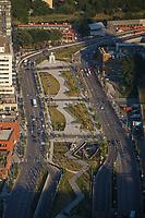 Photo aerienne  de l'autoroute Bonaventure<br /> <br /> PHOTO : Denis Germain<br />  - Agence Quebec Presse