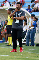 SANTA MARTA-COLOMBIA, 27-04-2019: Gerardo Bedoya, técnico de Independiente Santa Fe durante partido de la fecha 18 entre Unión Magdalena y el Independiente Santa Fe, por la Liga Águila I 2019, jugado en el estadio Sierra Nevada de la ciudad de Santa Marta. / Gerardo Bedoya, coach of Independiente Santa Fe during a match of the 18th date between Union Magdalena and Independiente Santa Fe, for the Aguila Leguaje I 2019 played at the Sierra Nevada Stadium in Santa Marta city. / Photo: VizzorImage / Gustavo Pacheco / Cont.