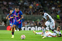 14th September 2021: Nou Camp, Barcelona, Spain: ECL Champions League football, FC Barcelona versus Bayern Munich: 9 Memphis Depay FC Barcelona player breaks clear of tackles