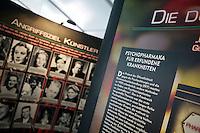 Psychiatrie-Ausstellung der Scientology-Organisation KVPM auf dem Potsdamer Platz in Berlin.<br />7.8.2013, Berlin<br />Copyright: Christian-Ditsch.de<br />[Inhaltsveraendernde Manipulation des Fotos nur nach ausdruecklicher Genehmigung des Fotografen. Vereinbarungen ueber Abtretung von Persoenlichkeitsrechten/Model Release der abgebildeten Person/Personen liegen nicht vor. NO MODEL RELEASE! Don't publish without copyright Christian-Ditsch.de, Veroeffentlichung nur mit Fotografennennung, sowie gegen Honorar, MwSt. und Beleg. Konto:, I N G - D i B a, IBAN DE58500105175400192269, BIC INGDDEFFXXX, Kontakt: post@christian-ditsch.de<br />Urhebervermerk wird gemaess Paragraph 13 UHG verlangt.]