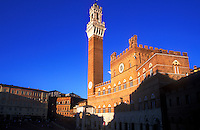 Italy, Tuscany, Siena, Piazza del Campo, Palazzo Pubblico, Torre del Mangia
