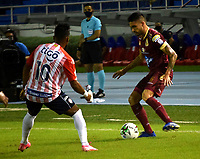 BARRANQUILLA - COLOMBIA, 22-11-2020: Luis Gonzalez de Atletico Junior y Guillermo Celis de Deportes Tolima disputan el balon, durante partido entre Atletico Junior y Deportes Tolima, de los Cuartos de Final Ida por la Liga BetPlay DIMAYOR 2020 jugado en el estadio Metropolitano Roberto Melendez de la ciudad de Barranquilla. / Luis Gonzalez de Atletico Junior and Guillermo Celis of Deportes Tolima battle for the ball, during a match between Atletico Junior and Deportes Tolima of the Quarterfinal First Leg for BetPlay DIMAYOR League 2020 played at the Metropolitano Roberto Melendez Stadium in Barranquilla city. / Photo: VizzorImage / Jairo Cassiani / Cont.