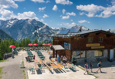 Austria, Tyrol, Pertisau: Mountain Inn Karwendel with view into Karwendel mountains | Oesterreich, Tirol, Pertisau: Alpengasthaus Karwendel mit Blick ins Karwendelgebirge