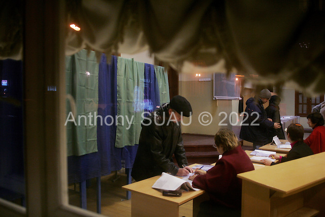 Kiev, Ukraine.December 26, 2004..Ukrainians vote in central  Kiev during a second round of voting. ..The first vote was considered fraudulent when the ruling president Viktor Yahukovich won and the opposition candidate Viktor Yushchenko lost. ..Several hundred thousand Ukrainians took to the streets of Kiev and held daily rallies on Maidan Independence Square. The protests lasted nearly a month before the first vote was declared invalid and a new round of elections held on December 26, 2004. ..The demonstrations became known as the Orange revolution after the color of the opposition party.
