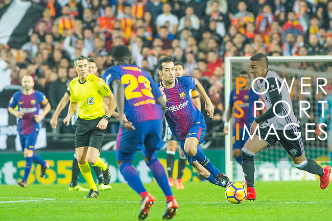 Samuel Umtiti of FC Barcelona competes for the ball with Joao Cancelo of Valencia CF during the La Liga 2017-18 match between Valencia CF and FC Barcelona at Estadio de Mestalla on November 26 2017 in Valencia, Spain. Photo by Maria Jose Segovia Carmona / Power Sport Images