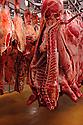 29/09/05 - BOURBON L ARCHAMBAULT - ALLIER - FRANCE - SICABA. Societe d Interet Collectif Agricole de Bourbon l Archambault. Abattage, decoupe, conditionnement et commercialisation de viande de bovin, d ovin et de porc. Carcasse de veaux et de genisses - Photo Jerome CHABANNE