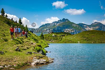 Oesterreich, Salzburger Land, Pongau, Bergsee oberhalb von Obertauern, bekannter Wintersportort in den Radstaedter Tauern, im Sommer auch bei Wanderern beliebt   Austria, Salzburger Land, region Pongau, Obertauern: famous wintersport region within the Radstaedter Tauern, also popular with hikers in summer - mountain lake