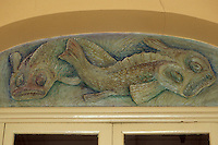 Europe/France/Provence-Alpes-Côte d'Azur/13/Bouches-du-Rhône/Marseille : Bas-relief représentant un dauphin sur un immeuble de la place du Mazeau