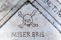 Grabplatte im Kloster Marcasso in der Balagne, Korsika, Frankreich