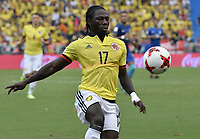 BARRANQUILLA - COLOMBIA - 05-09-2017:  Yimmi Chara jugador de Colombia en acción durante partido entre Colombia y Brasil por la fecha 16 de la clasificatoria a la Copa Mundial de la FIFA Rusia 2018 jugado en el estadio Metropolitano Roberto Melendez en Barranquilla. / Yimmi Chara player of Colombia in action during the match between Colombia and Brazil for the date 16 of the qualifier to FIFA World Cup Russia 2018 played at Metropolitan stadium Roberto Melendez in Barranquilla. Photo: VizzorImage/ Gabriel Aponte / Staff