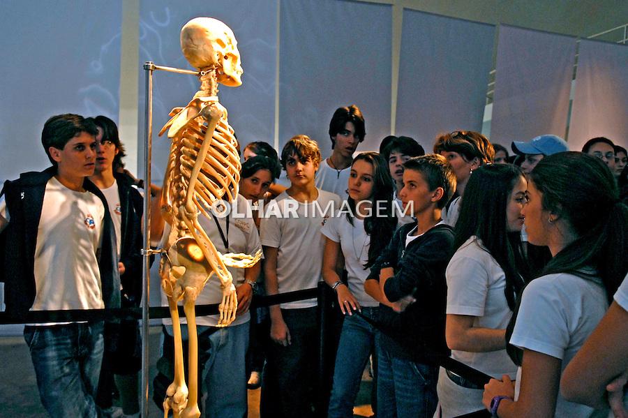 Exposição CORPO HUMANO. Esqueleto. São Paulo. 2007. Foto de Juca Martins.