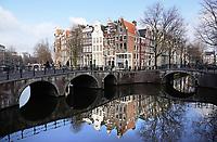Nederland  Amsterdam - 31 december 2020.   Keizersgracht. Grachtenpanden weerspiegeld in het water.   Foto : ANP/ HH / Berlinda van Dam